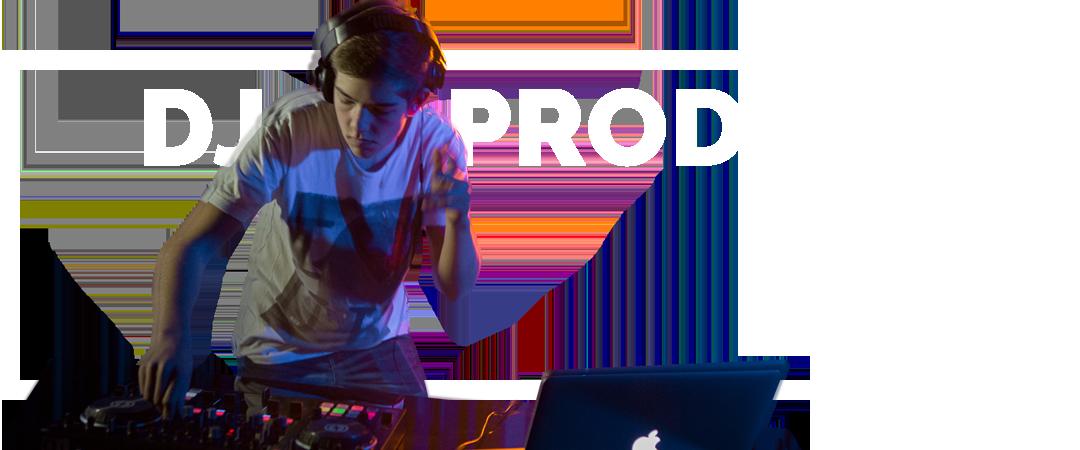 Dreng laver DJ mix
