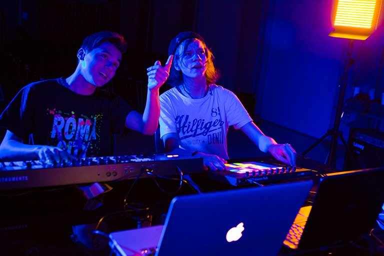 DJ-Producer-drenge-mixer-lydspor-768