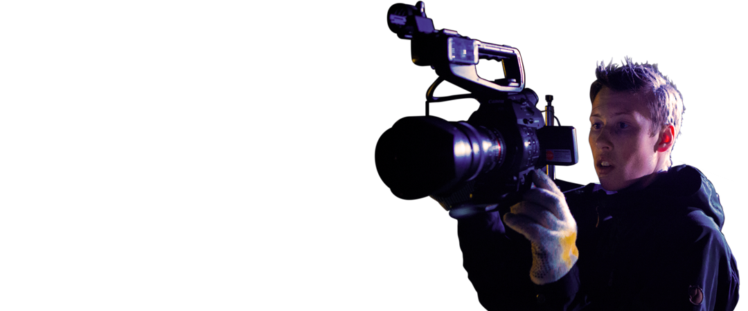 Film-kameramand på optagelse om natten