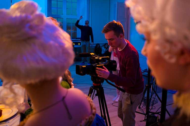 Film-optagelse-paa-set-768