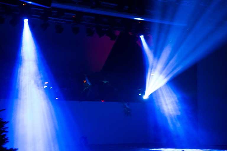 Lyd-og-lys-blaa-scene-768