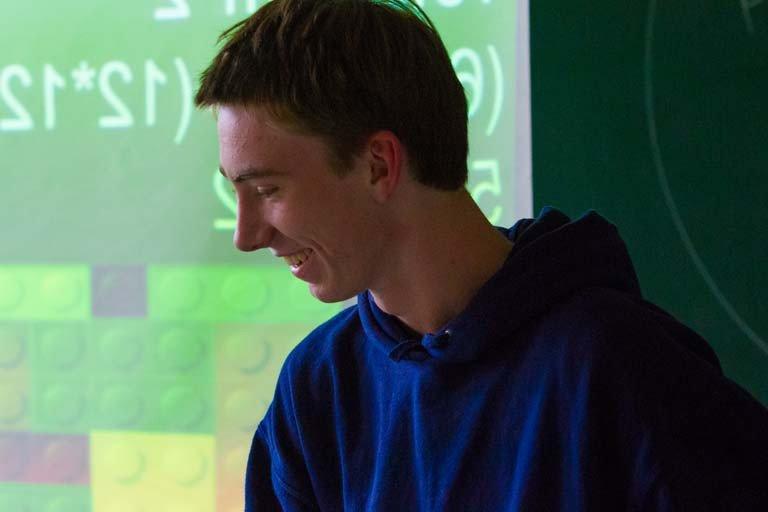 En elev formidler fagligt indhold fra projektet