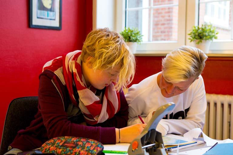 Det er let at finde den endelige efterskole pris med foreningens prisberegner