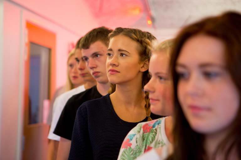 Elever venter i kø for optagelse på efterskolen