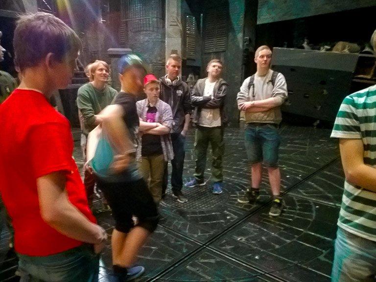 Elever på besøg på teater i London