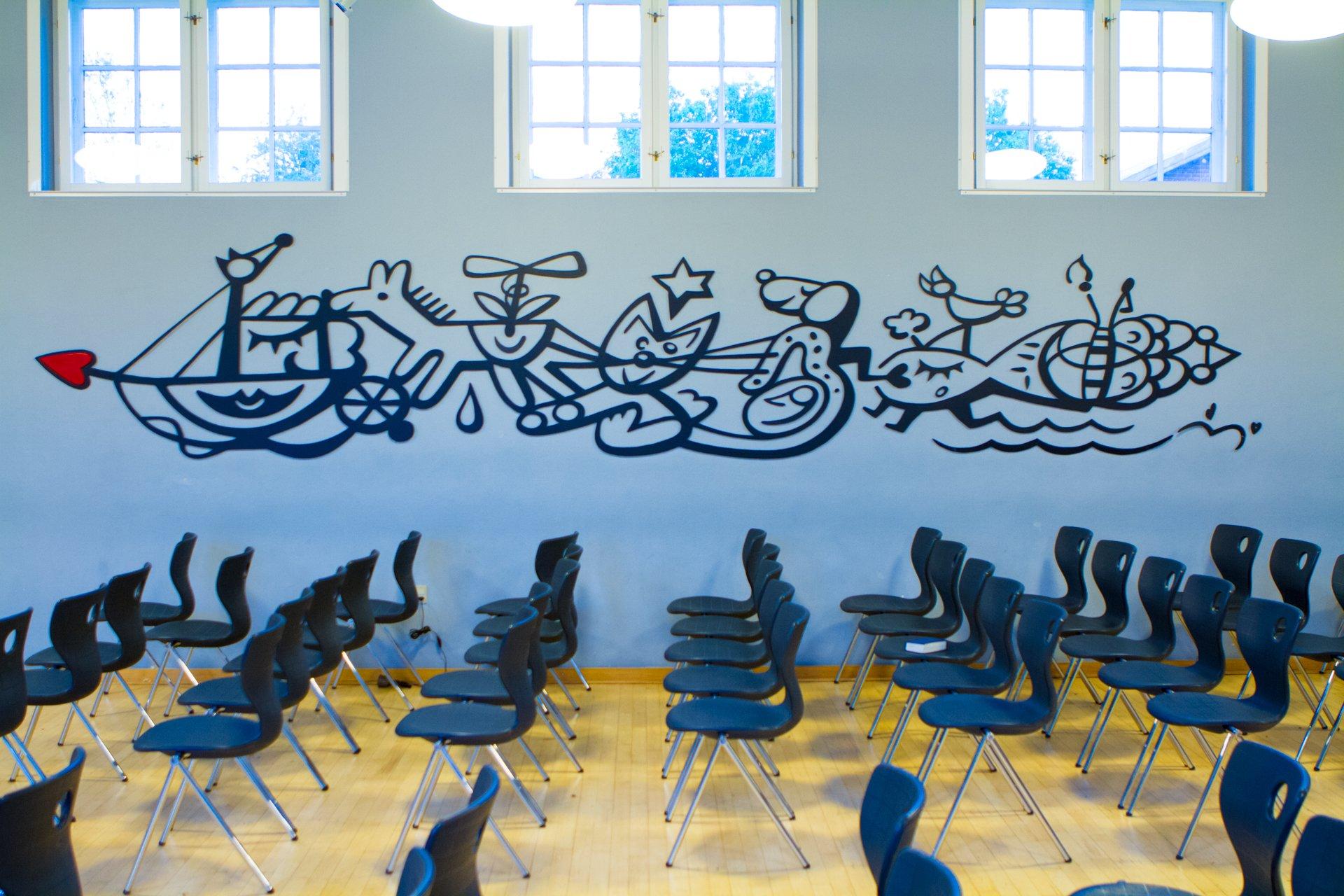 Billede af Jes Norbys kunstfrise i foredragssalen