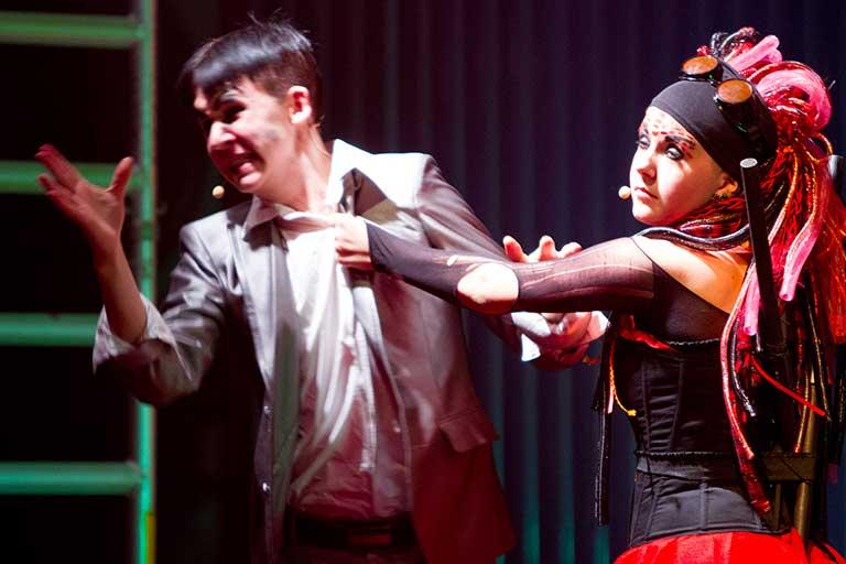 Teater-forestilling-dramatisk-768