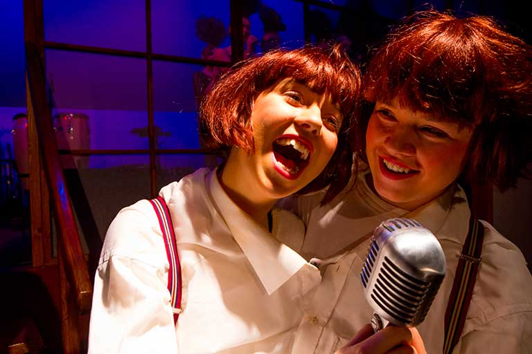 Teater-siamesiske-tvillinger-768