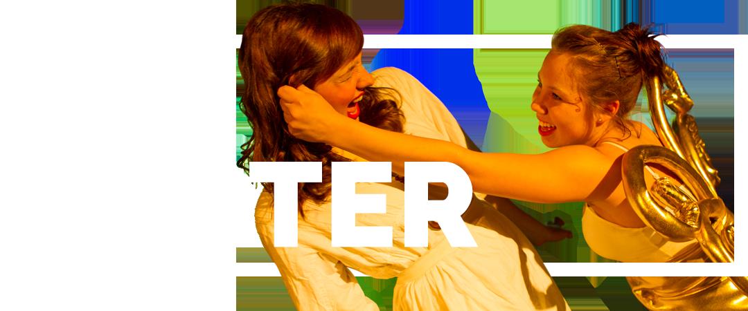 To piger i teaterforestilling