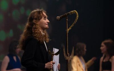 Sofia ser frem til at knokle:  »Lige nu fylder skuespil alt«