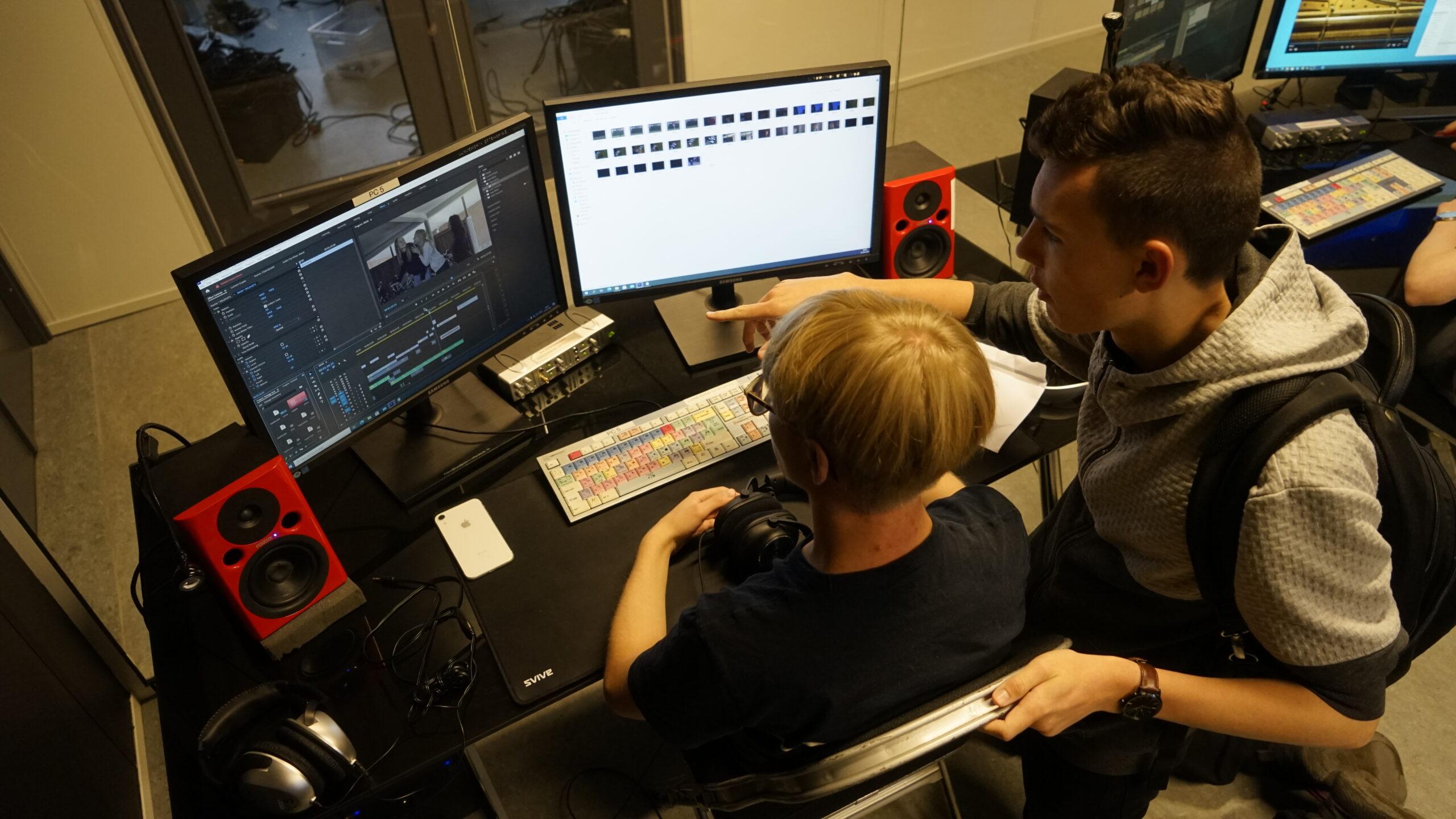 Vi redigerer film i vores klipperum
