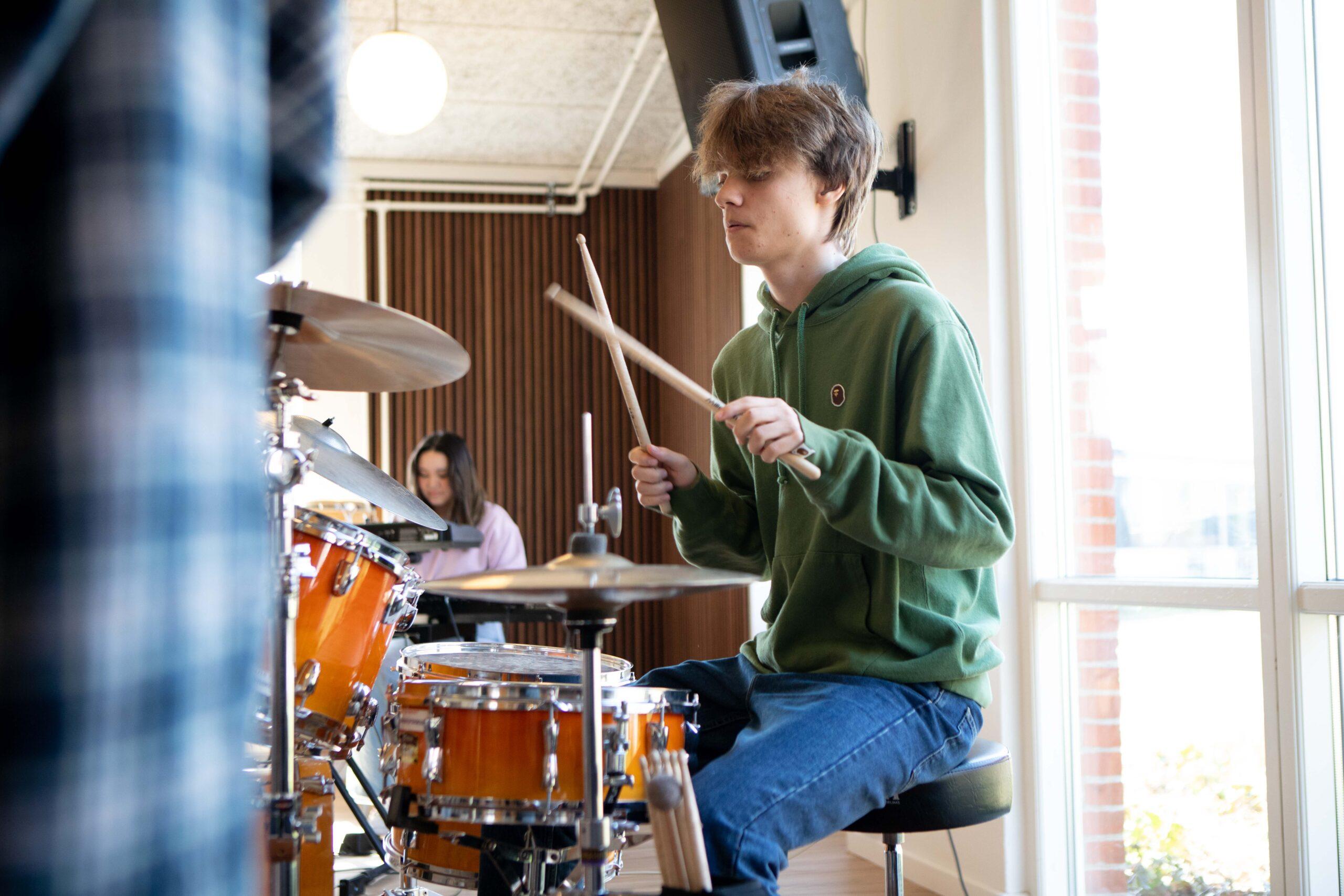 Spil trommer på efterskole